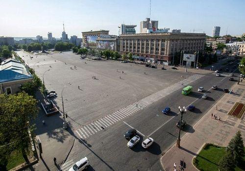 Смотрите прямую онлайн трансляцию Веб камера Центральная площадь Свободы в городе Харьков.