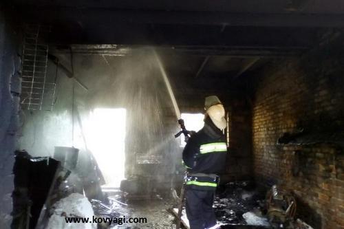 Мужчина спасая авто от пожара получил ожоги