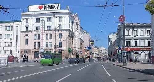 Смотрите прямую онлайн трансляцию Веб-камера Бурсацкий спуск, станция метро Исторический музей, градусник в городе Харьков.