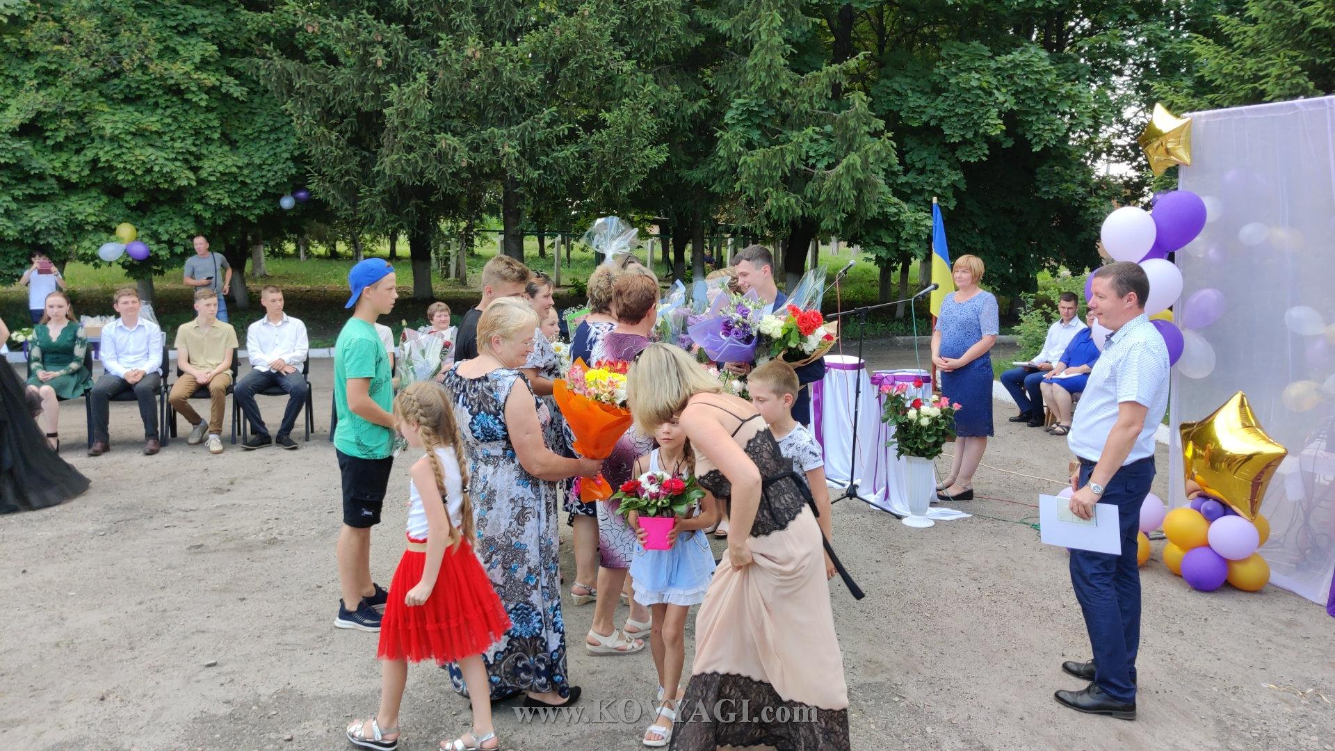 vypusknyy-baranivskiy-licey-2021-03