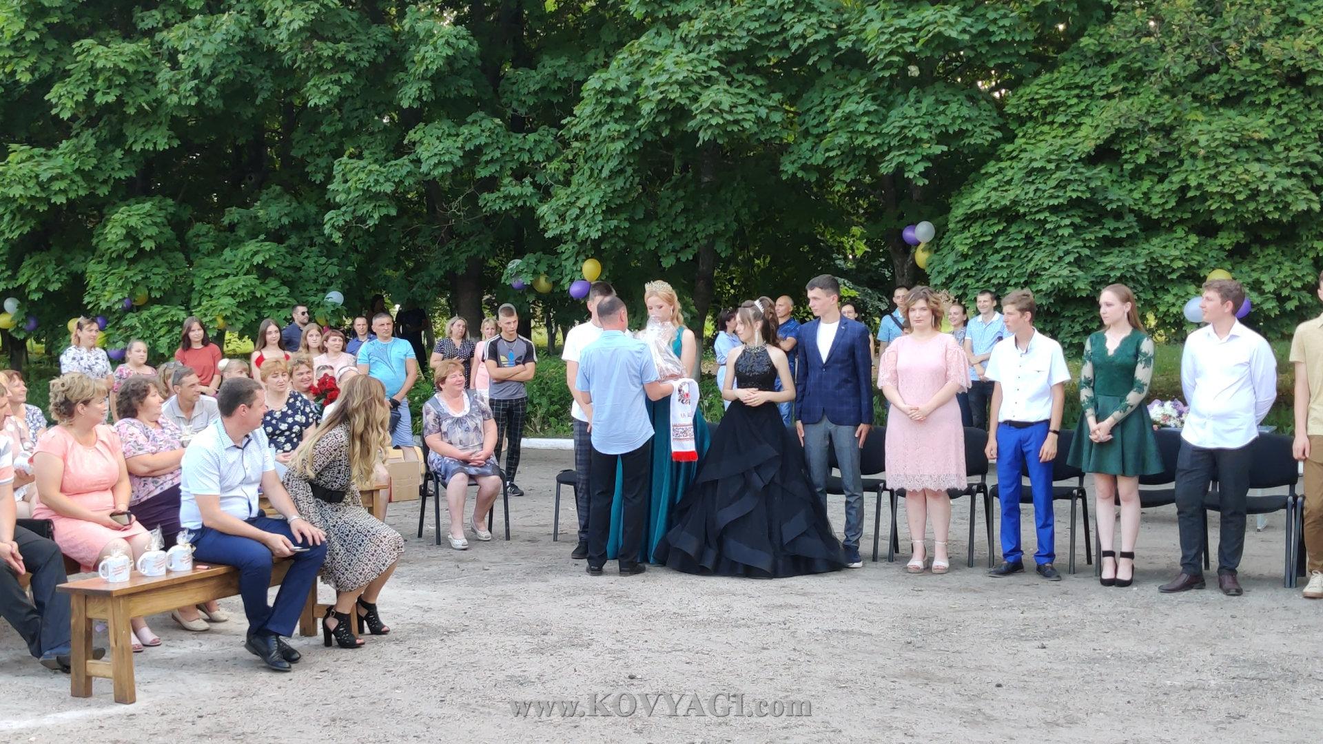 vypusknyy-baranivskiy-licey-2021-24